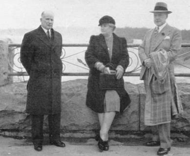 1947 A H Birse with Mr and Mrs Furniss at Niagara Falls MBM-Sp47P07.jpg